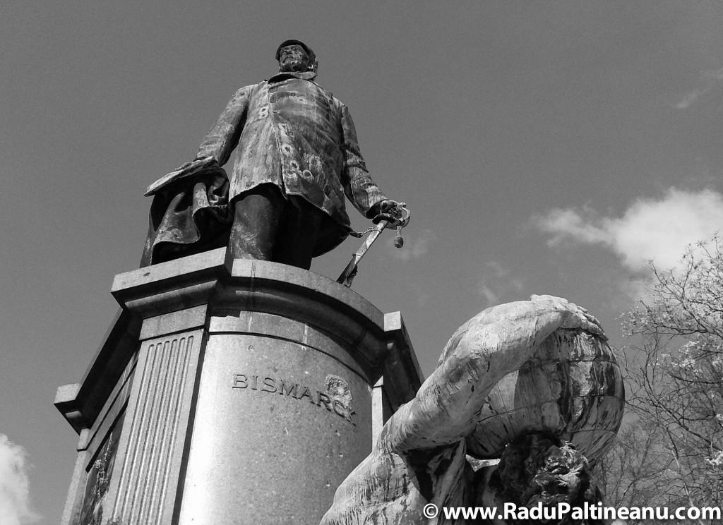 Statuia lui Bismarck, unificatorul Germaniei.