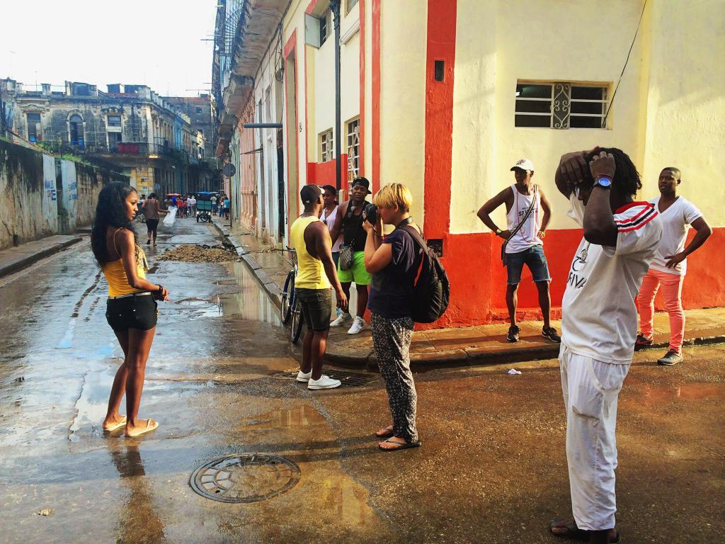 Mihaela, fotografiind frumuseţea feminină în Cuba