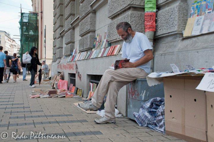 Vânzător de vechituri pe străzile Belgradului.