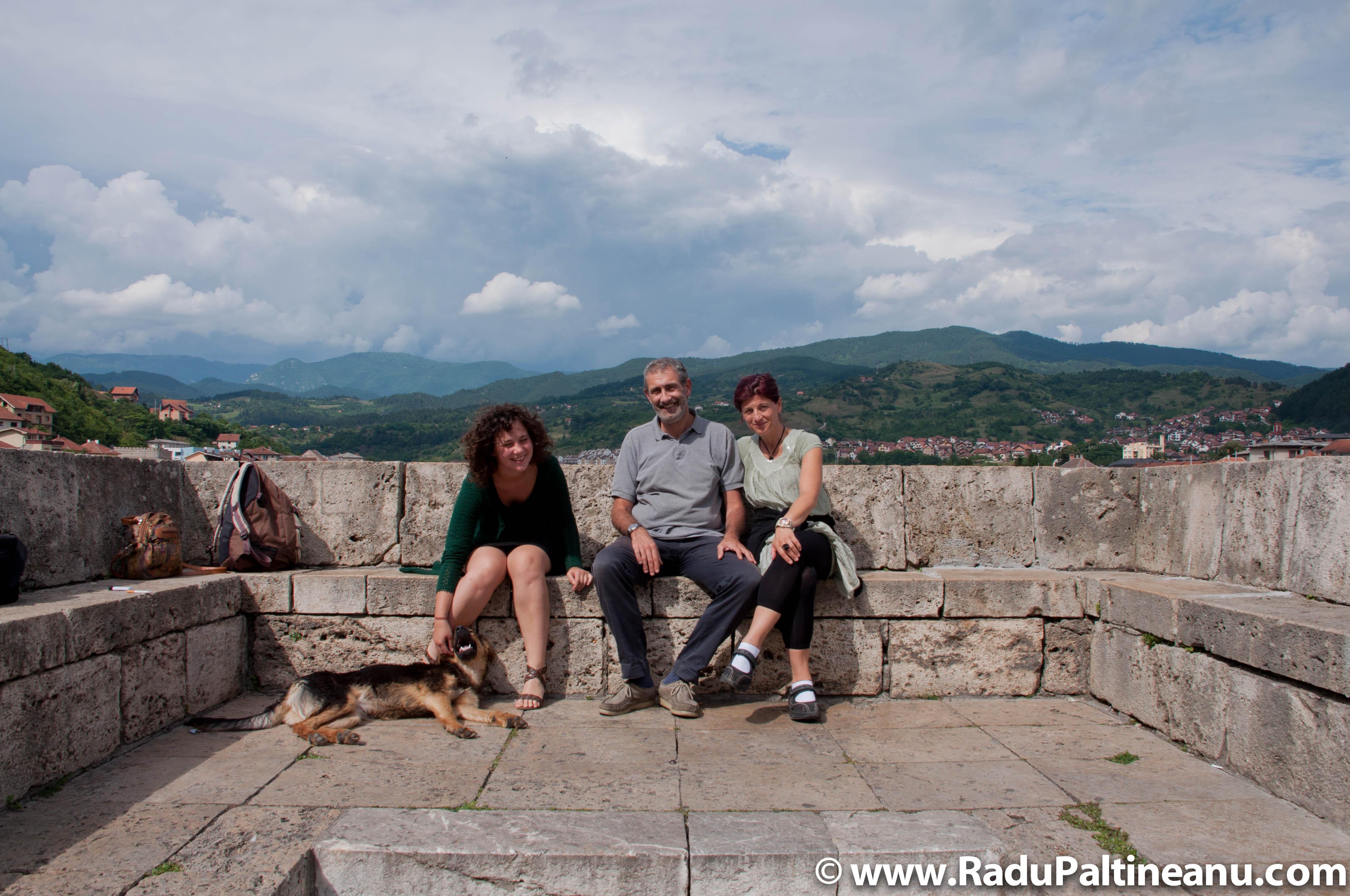 oana cu cuplul italian pe podul Mehmed Paša Sokolović din Višegrad.